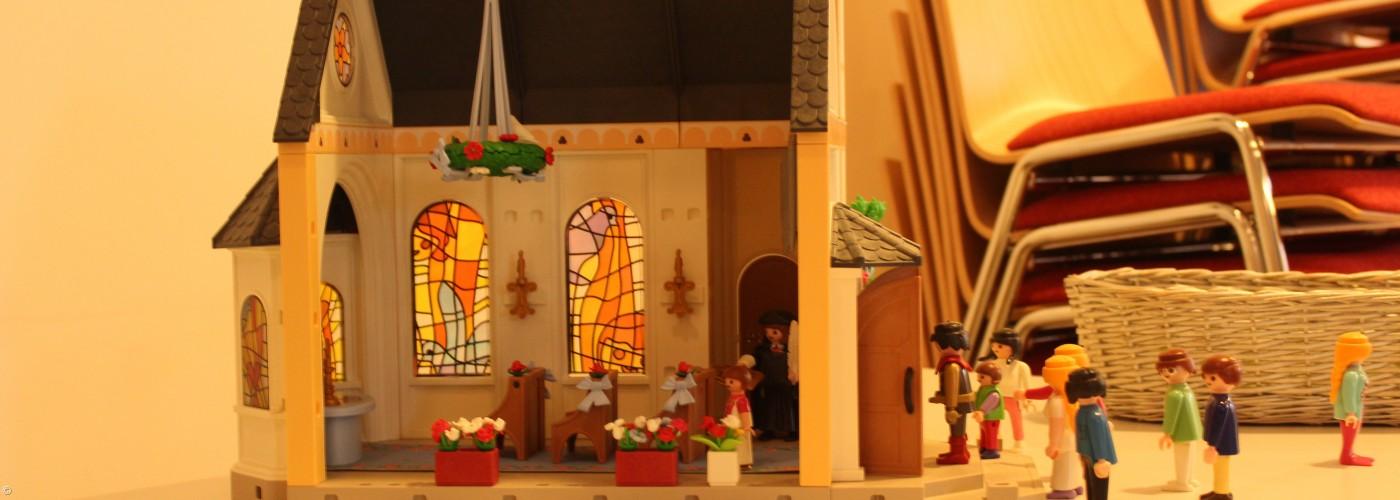 Playmobilkirche mit Figuren