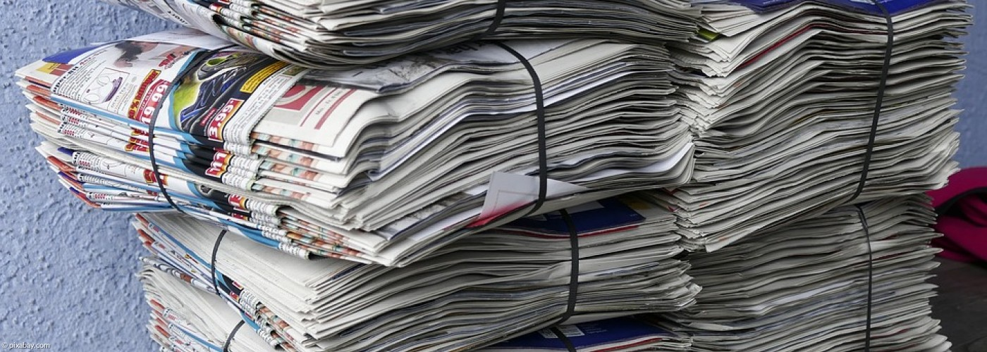 Stapel alter Zeitungen